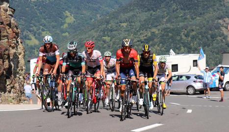 Un grup de ciclistes durant pas del Tour per terres araneses el passat 24 de juliol.