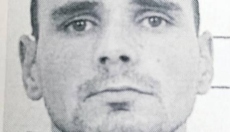 Un cotxe dels Mossos a l'entrar a la presó dimecres passat al matí després de registrar-se l'assassinat.