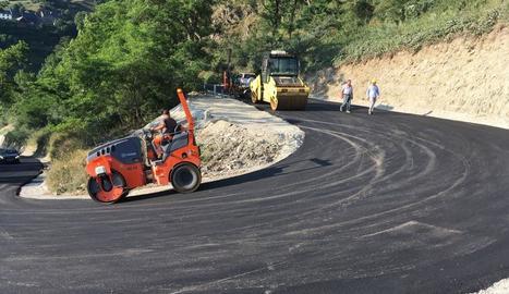 Els treballs d'ampliació de la carretera de Mont.