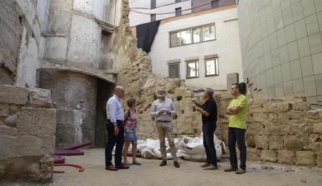Rafel Peris i Fèlix Larrosa van visitar ahir les obres del carrer.