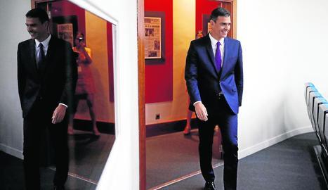 Imatge de Pedro Sánchez entrant la roda de premsa celebrada ahir a la Moncloa.