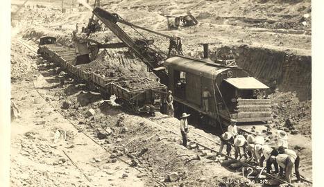 seròs. Treballs de condicionament del terreny per a la construcció del canal de Seròs el 1913.