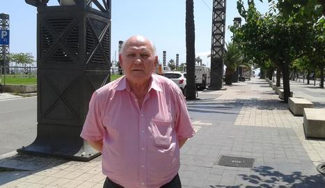 Laszlo Kaszas, de 80 anys, viu a Barcelona i segueix pendent de la trajectòria del Lleida.