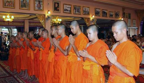 Ordenació budista dels nens rescatats en una cova de Tailàndia
