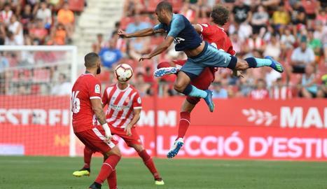 Una acció del partit que va enfrontar ahir el Girona i el Tottenham.
