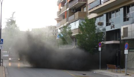 Aparatós foc en un pàrquing de Lleida