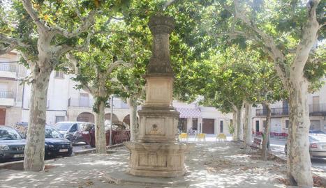 El centre de la plaça Major de Verdú.