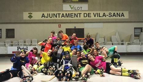 Les jugadores del Vila-sana, després de l'últim entrenament que van fer la temporada passada.