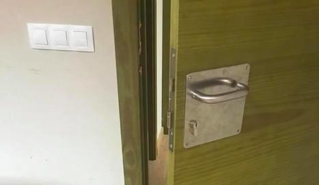 Una de les portes forçades.