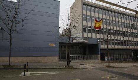 Vista de la comissaria de la Policia Nacional a Lleida, que va fer l'arrest del fugitiu aquest dimarts.