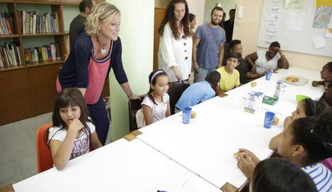 L'alcaldessa en funcions, Montse Mínguez, ahir durant la visita a l'espai del Centre Històric.