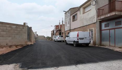 El carrer Castell Alt de les Borges, que s'ha pavimentat.