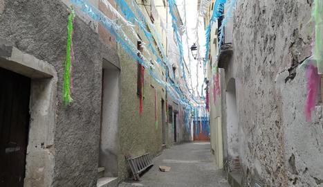 Imatge d'un dels carrers decorats a les Avellanes.