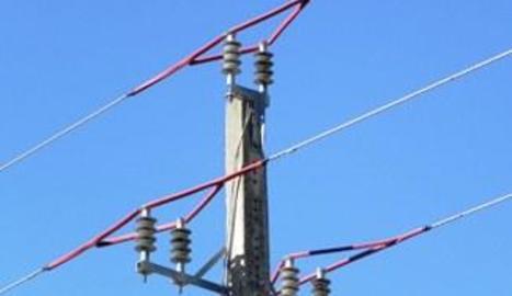 Imatge de proteccions en una línia elèctrica.