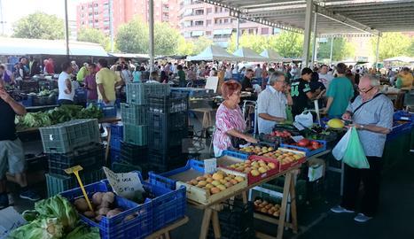 Un mercar de fruites i verdures a Lleida.