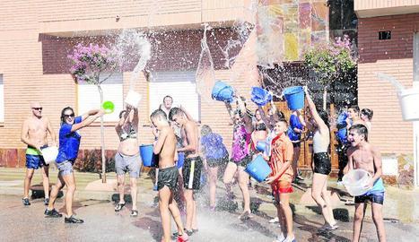 'Aiguada' per a grans i petits a Sucs i jocs infantils al matí a Vilanova de l'Aguda, també de festa major.