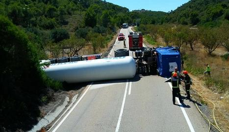 Bolca un camió de mercaderies perilloses a Mequinensa