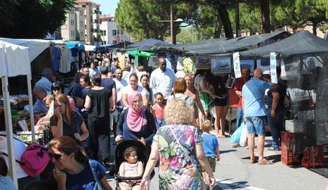 Aspecte que presentava ahir el mercat en ple festiu.