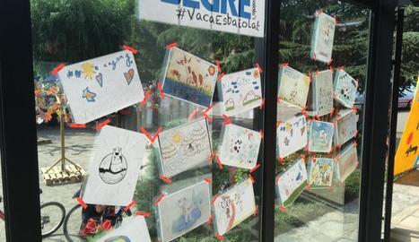 Exposició a Esterri amb tots els dibuixos que van participar al concurs de Cercle.