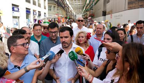 Alberto Garzón parla amb els mitjans.