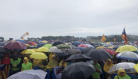 Milers de persones s'han concentrat al costat de Lledoners.
