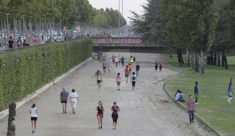 La canalització del riu Segre a Lleida.