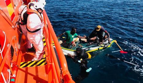 Salvament Marítim va rescatar ahir 230 persones en aigües de l'Estret i d'Alborán.