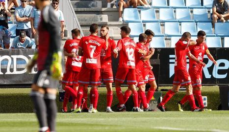 Els jugadors de l'Espanyol celebren el primer gol del partit, que els va permetre sumar un punt a Balaídos.