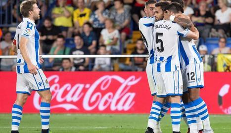 Jugadors de la Reial Societat celebren un dels gols.