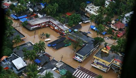 Vista aèria d'una zona afectada durant les inundacions.