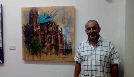 Josep Maria Batlle amb el quadre guardonat a Torrelavega.