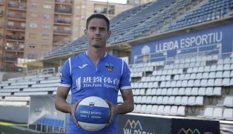 El futbolista valencià, ahir durant la presentació oficial.