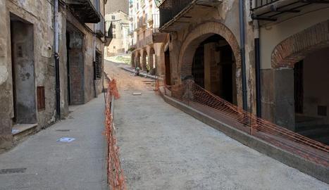 El carrer Botera de Balaguer, en obres.
