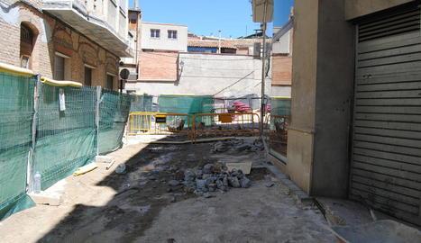 El mercat de rebaixes se celebrava al centre, ara en obres.
