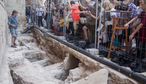 Visita guiada a l'excavació a la plaça Major de Tàrrega a la recerca d'indicis del temple romànic.