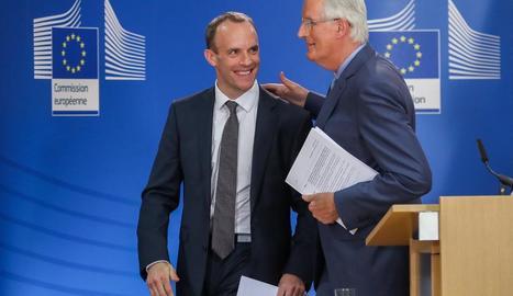 Imatge d'arxiu de Dominic Raab i Michel Barnier.
