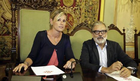 L'alcaldessa en funcions, Montse Mínguez, i el tinent d'alcalde Fèlix Larrosa, durant l'últim ple.