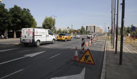 Tallat un carril a l'avinguda de Catalunya per les obres del carril bici