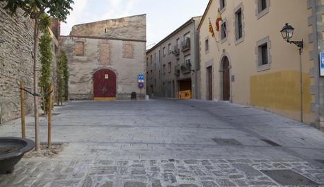 Vista general de la plaça dels jutjats de Cervera, on va declarar el detingut la setmana passada.
