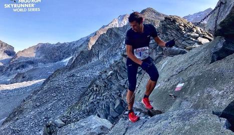 Kilian Jornet, en una de les zones de cordes fixes a més de 2.500 metres d'altitud.