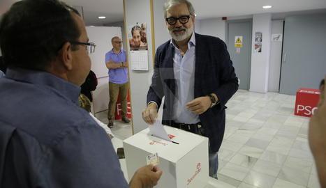 Fèlix Larrosa vota a les primàries del PSC de Lleida