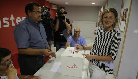 Montse Mínguez vota a les primàries del PSC de Lleida