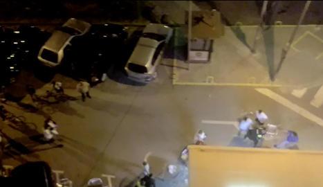 Fotograma d'un vídeo de la baralla gravat per un veí.