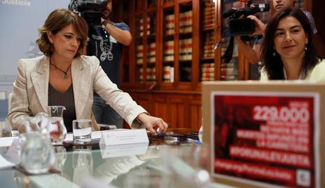 La ministra de Justícia, Dolores Delgado, a l'esquerra de la imatge.