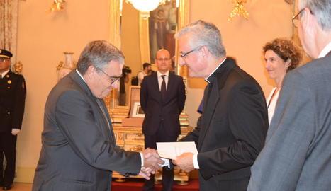 L'Arquebisbe d'Urgell i Copríncep d'Andorra, Joan-Enric Vives i Sicília, ha rebut aquest migdia les cartes credencials de l'ambaixador d'Espanya, Àngel Ros