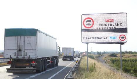 Pancartes per reclamar la desviació de camions també al tram entre Lleida i les Borges Blanques.