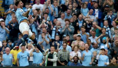 Kyle Walker, del Manchester City, celebra el gol.
