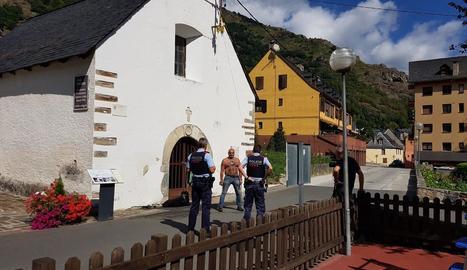 Els Mossos van parlar ahir amb el veí encadenat a Bossòst.