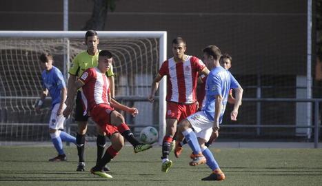 Una acció del partit del Lleida Juvenil i el Girona.
