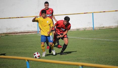 Una jugada del partit que va enfrontar ahir el Robres i el Tamarit.